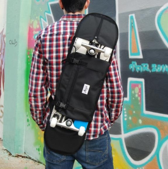 Foto: http://www.skate-home.com/es/edicion-especial/monark-supply/299-skateboard-bandolera-75-85-negro.html