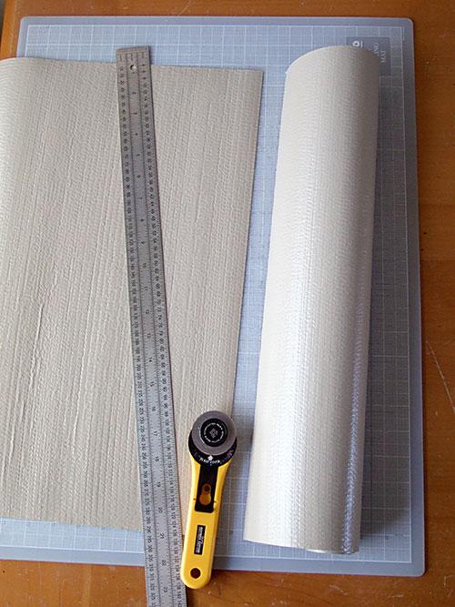 Los profesionales en arreglar averías domésticas de Reparalia te traen un proyecto DIY de reciclaje para crear tu propia alfombra de baño a partir de tapones de corcho de vino, una idea para ahorrar y crear el regalo perfecto do it yourself.