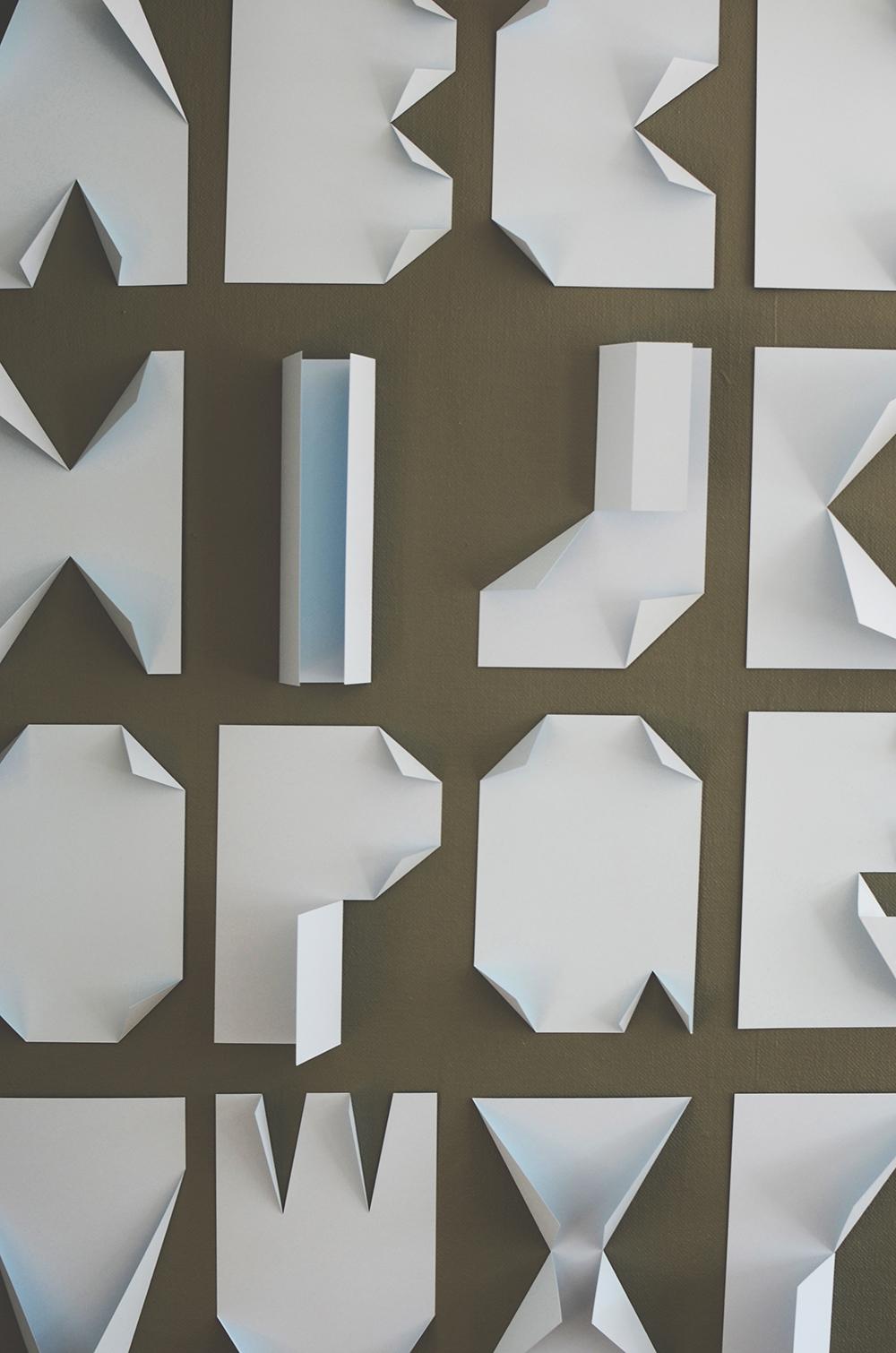 C mo decorar tipogr ficamente tu pared con solo unos - Decorar paredes con letras ...