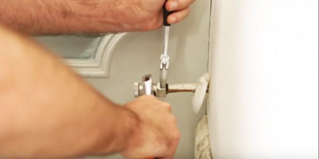 Aprende cómo sustituir piezas rotas de tu radiador de la mano de los expertos fontaneros de Reparalia, la empresa de reparaciones del hogar disponible 24/7 todos los días del año en cualquier rincón de España, con los mejores profesionales de cada pueblo, ciudad y barrio.