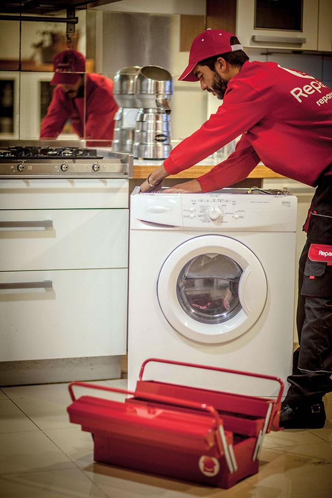 Los profesionales del hogar de Reparalia, expertos en reparación de todo tipo de averías de tu casa y tus electrodomésticos, te traen hoy 15 trucos, ideas y consejos para alargar la vida útil de tu lavadora y tu secadora