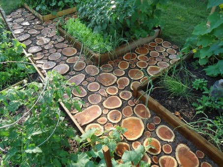 ejemplo-decoración-de-jardines-con-piedras-y-madera