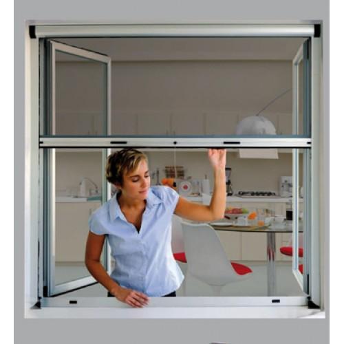 Los expertos en reparación de todo tipo de averías y roturas del hogar de Reparalia te traen ideas, trucos y consejos para ahuyentar moscas, mosquitos y otros insectos de tu casa este verano