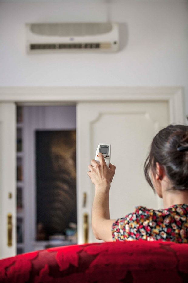 Los expertos en reparación de todo tipo de averías y roturas del hogar de Reparalia te traen hoy 4 trucos para evitar catarros, alergias, asmas y otros problemas de salud por culpa de un mal uso del aire acondicionado en verano
