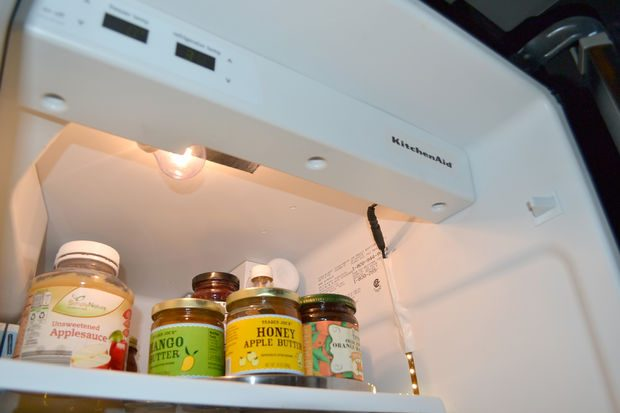 Los electricistas de Reparalia te traen un proyecto para iluminar tu frigorífico con tiras de luces led