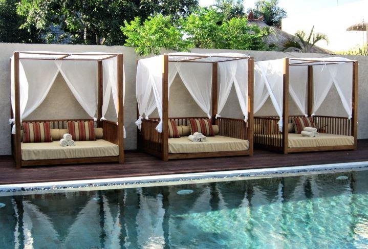 5 tipos de muebles de exterior espectaculares para for Mobiliario para jardin y terraza
