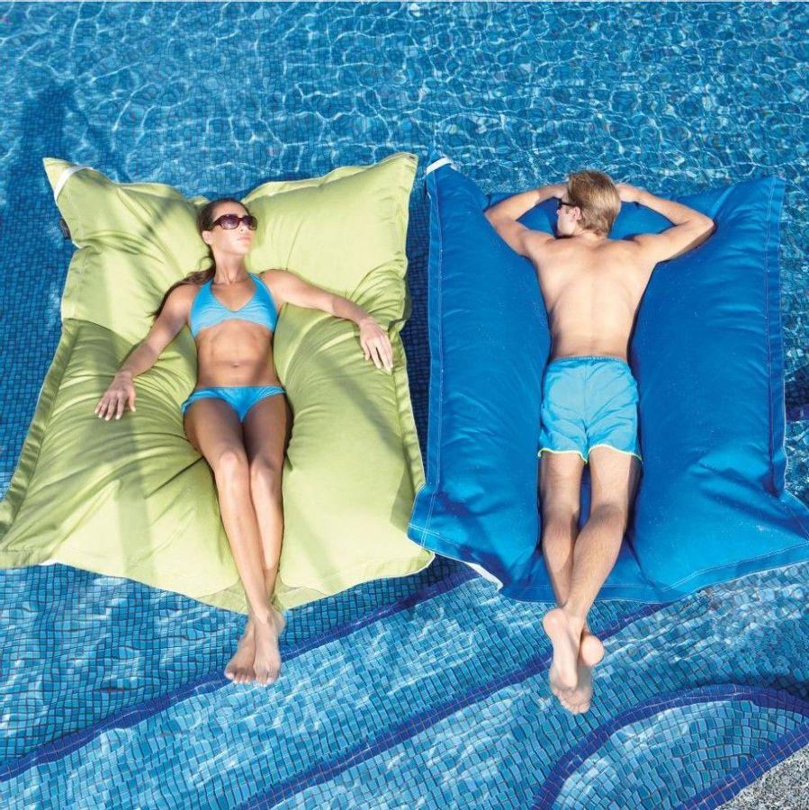 5 tipos de muebles de exterior espectaculares para reestrenar tu piscina un hogar con mucho oficio - Colchonetas para piscina ...