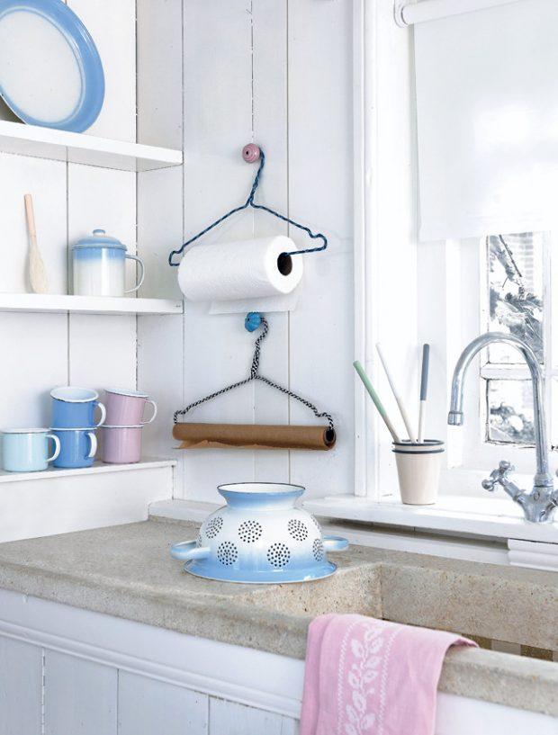Los profesionales de todos los gremios de reparación de averías del hogar de Reparalia te traen ideas, trucos y consejos para reciclar tus perchas antiguas y ahorrar en casa reinventando tu decoración sin gastar más.