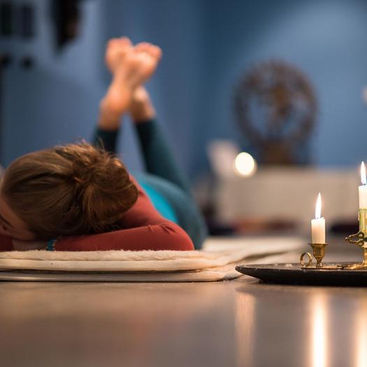 Cómo hacer Yoga o Pilates en tu casa, consejos, trucos e ideas para encontrar la relajación y el bienestar, de los profesionales de las reparaciones de averías domésticas de HomeServe