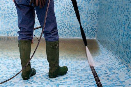 Fontaner a un hogar con mucho oficio for Polvo en la piscina