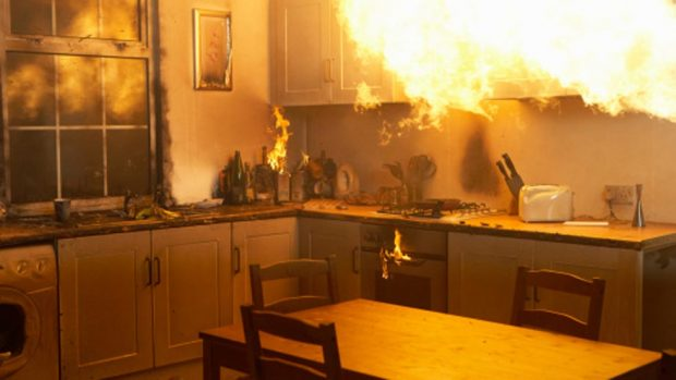 Los profesionales del hogar de HomeServe España, expertos en reparación de todo tipo de averías, te dan consejos para evitar incendios domésticos provenientes de fuegos incontrolados.