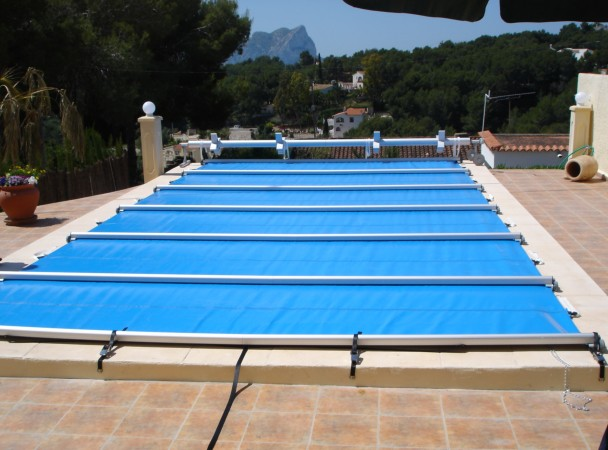 Seguridad un hogar con mucho oficio for Lonas para tapar piscinas