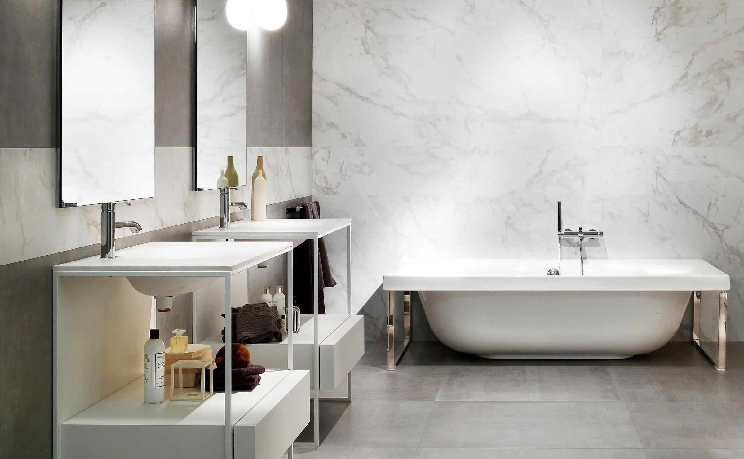 Ba os un hogar con mucho oficio for Cubrir azulejos bano