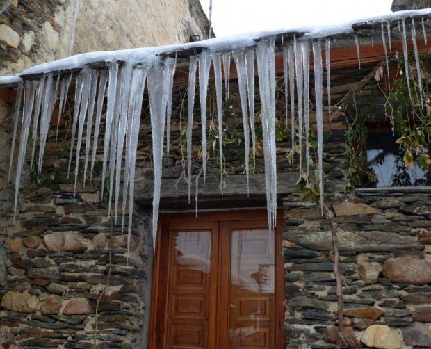 Cómo prevenir riesgos de acumulación de nieve en tu hogar ante estas nevadas en invierno