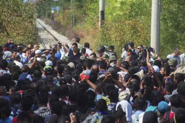Foto de inmigrantes en la frontera de Macedonia y Grecia. (EFE)