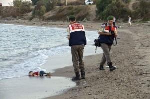 Foto de Aylan Kurdi, el niño de la playa. (DOGAN NEWS AGENCY)