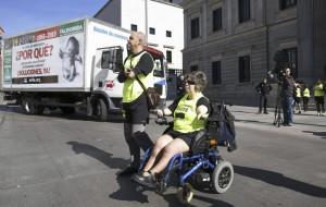 Afectados, durante una protesta ante el Congreso (EFE)