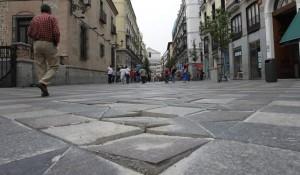 Personas caminando por la calle (Jorge París).