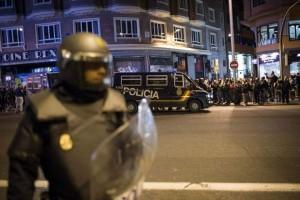 Agentes antidisturbios tras una manifestación en Madrid (Archivo).