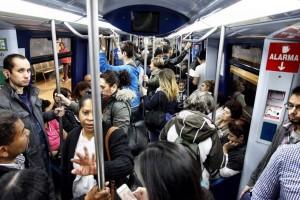 Interior del vagón de un metro de Madrid (Jorge París).
