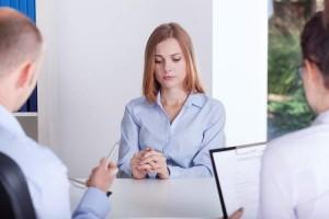 Una mujer en una entrevista de trabajo (INFOJOBS).
