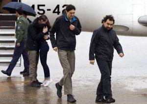 Los tres periodistas españoles tras ser liberados desde Siria (Diego Crespo /EFE).