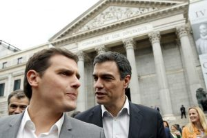 El líder de Ciudadanos, Albert Rivera, y el secretario general del PSOE, Pedro Sánchez (EFE).
