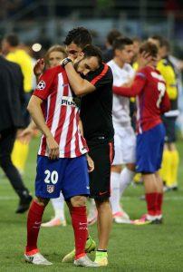 La tristeza de Juanfran, jugador del Atlético de Madrid (EFE).