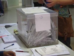 Una urna para votar en las elecciones (Europa Press).