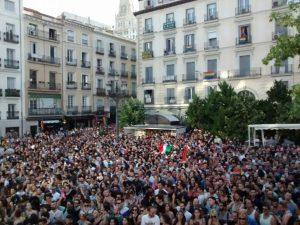 Asistentes al pregón del Orgullo en la Plaza Pedro Zerolo (Europa Press).