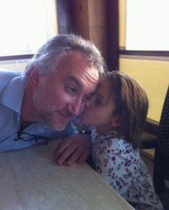 Nadia y su padre (Facebook Fernando Blanco).