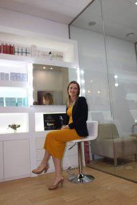 Sabrina Ferrer en su comercio.