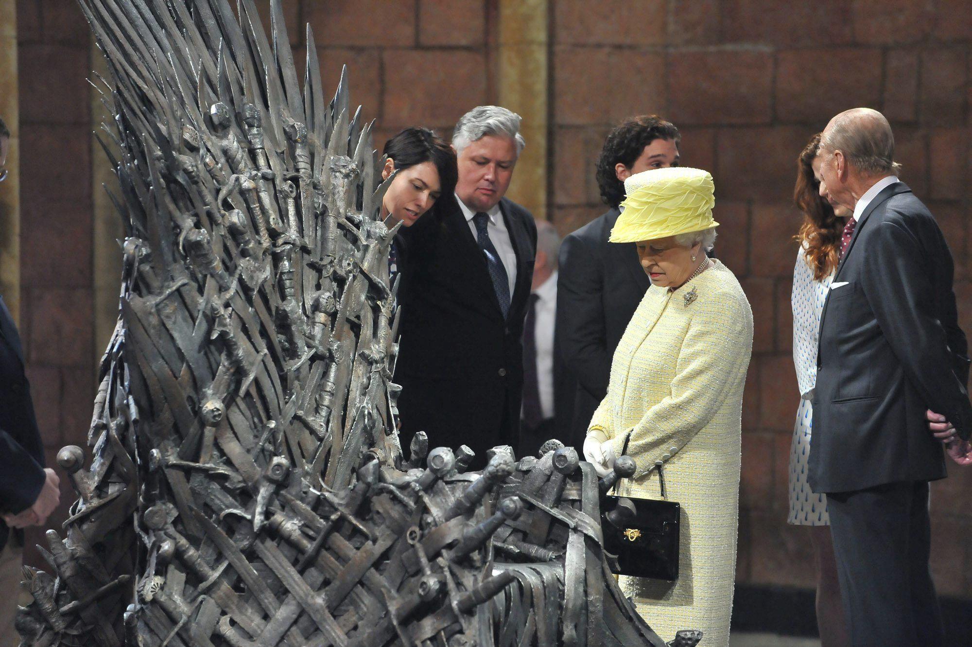 La reina de inglaterra en el trono de hierro de juego de - Trono de hierro ...