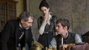 Timothy Dalton as Sir Malcolm, Eva Green as Vanessa Ives and Harry Treadaway as Dr. Victor Frankenstein in Penny Dreadful (season 1, episode 2). - Photo: Jonathan Hession/SHOWTIME - Photo ID: PennyDreadful_102_1454