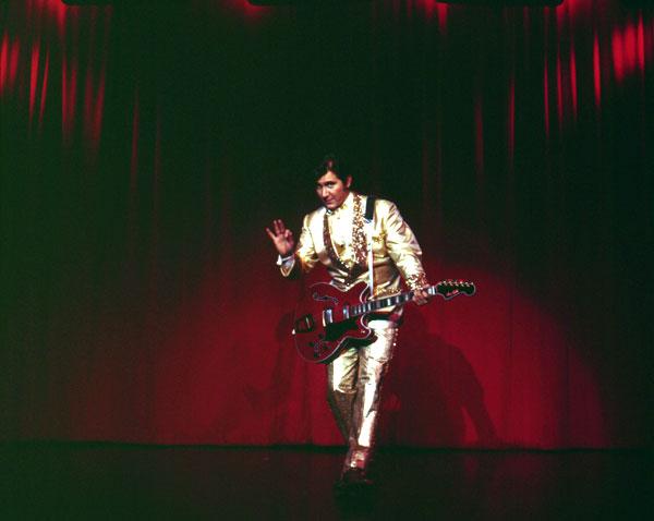 Phil Ochs, a lo Presley