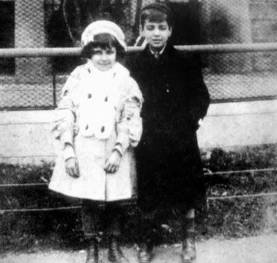 Con Norah, en el zoológico de Buenos Aires, 1908