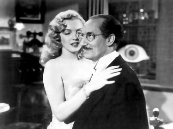 Groucho con Marilyn Monroe en 'Love Happy' (1949)