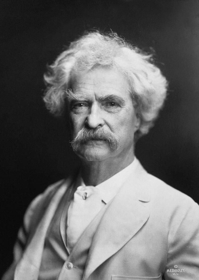 Mark Twain (foto: A.F. Bradley, 1907)