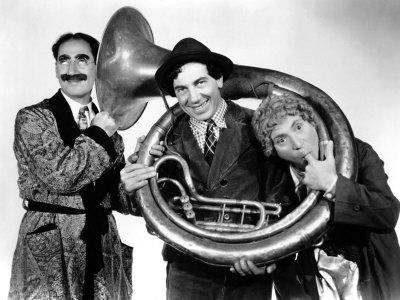 Groucho, Chico y Harpo en 'Un día en las carreras' (1937)