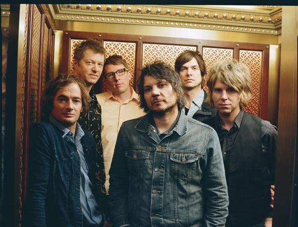 Desde la izquierda, Stirratt, Cline, Jorgensen, Tweedy, Kotche y Sansone