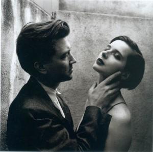 David Lynch e Isabela Rosselini (Helmut Newton, 1992)