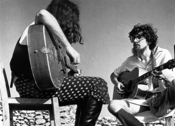 Toti Soler (izquierda) y Pau Riba ensayan el disco en 1971. Foto: Mario Pacheco