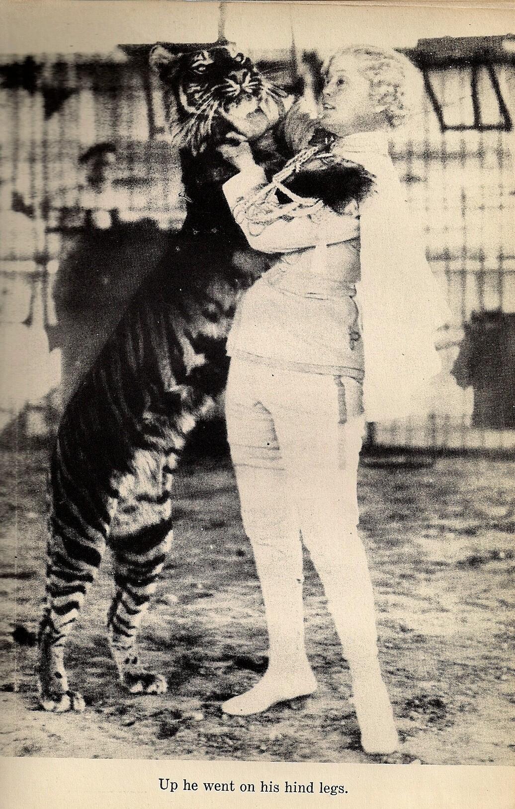 Mabel Stark con Rajah, su tigre preferido