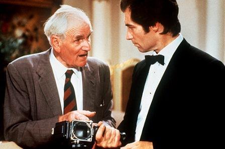 Q, el inventor a disposición de 007, encarnado en la imagen por Timothy Dalton