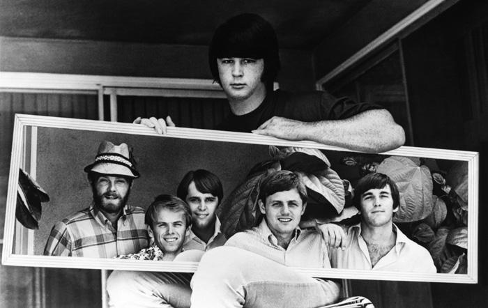Brian Wilson sostiene a su grupo
