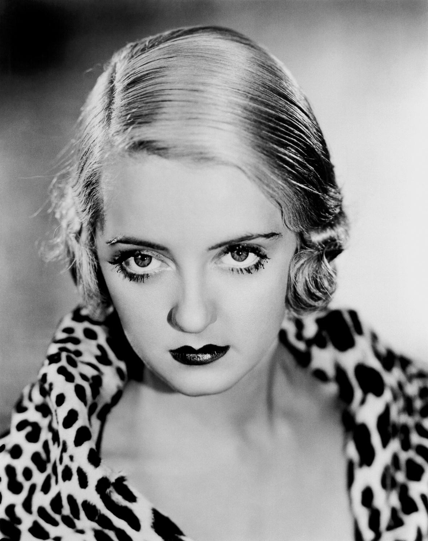 Bette Davis en 'Los ricos están con nosotros' (1932)