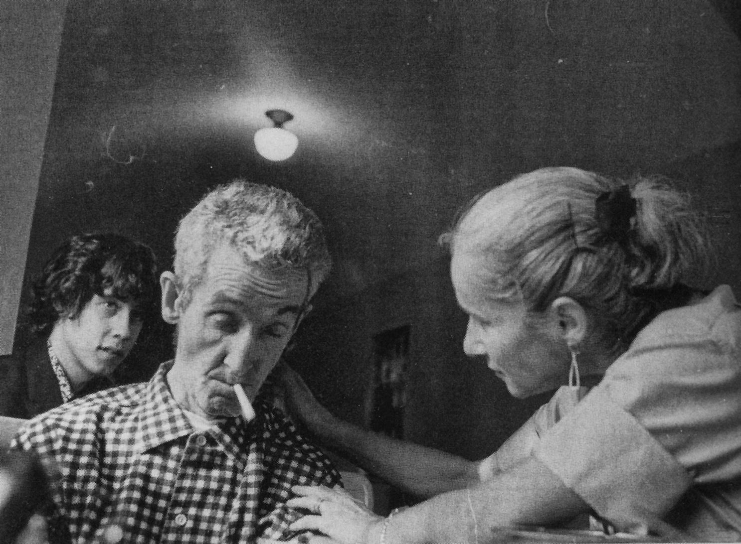 Arlo Guthrie, Woody Guthrie y Marjorie Mazia en el hospital de Brooklyn, 1966
