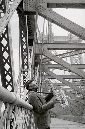 Sonny Rollins posa en el puente