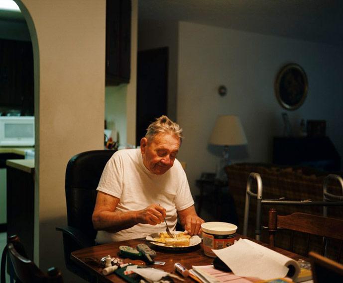 John Meehan, padre de la fotógrafa, en su casa de Brockton (Foto: Mary Beth Meehan)