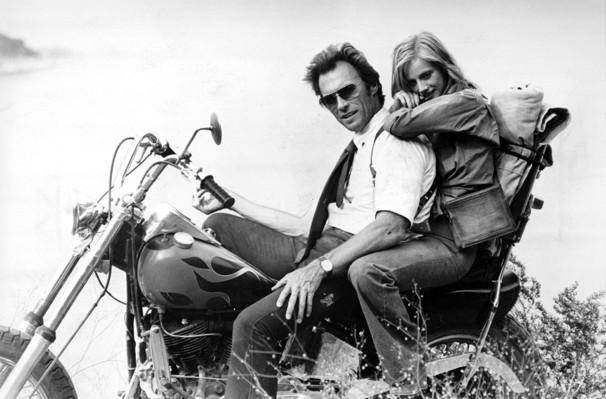 """Con Sondra Locke en """"Ruta suicida"""", 1977"""